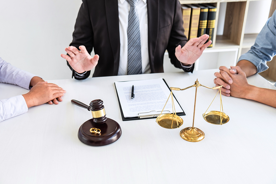Couple meeting a divorce lawyer in Melbourne